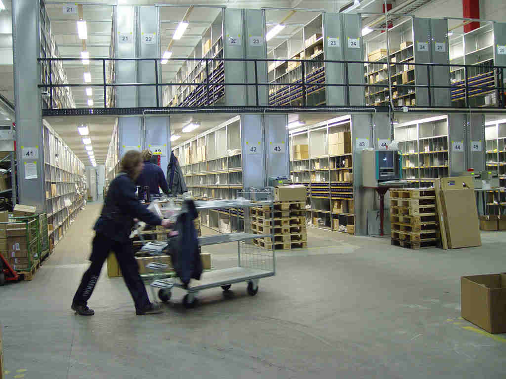 Shelving Facility Available at GWL Warehouse in Dubai